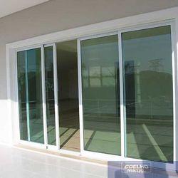 janela de alumínio com vidro