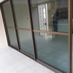 janela de alumínio bronze