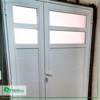 Portas e janelas de alumínio branco